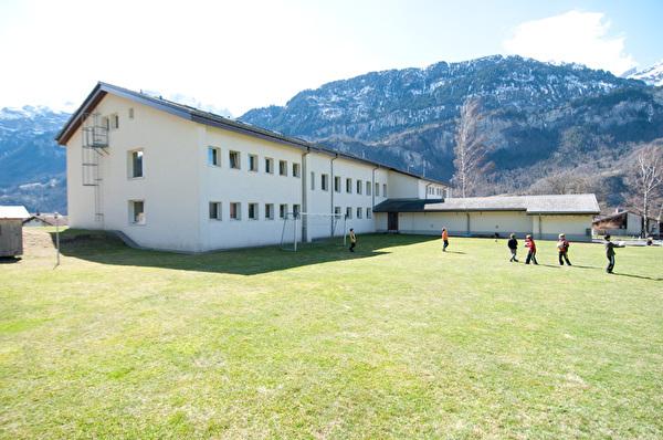 Dieses Bild zeigt das Schulhaus Hausen.
