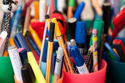 Dieses Bild zeigt diverse Materialien eines Schülers.