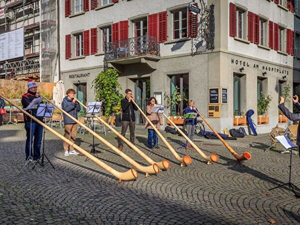 Alphorn-Workshop, Konzert auf dem Hauptplatz in Rapperswil