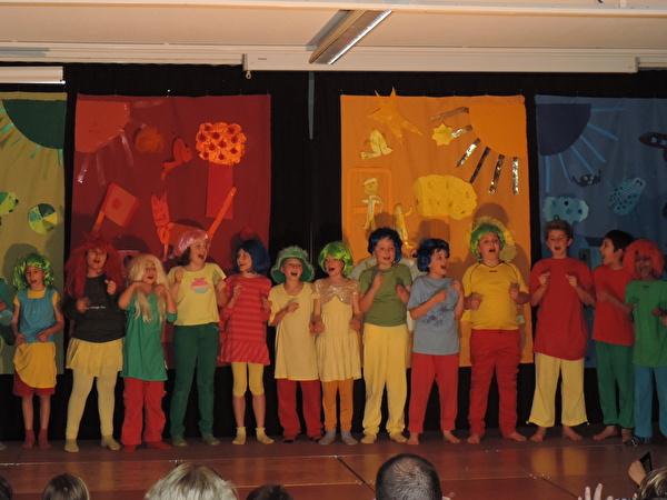 Singspiel Vierfarbenland der 3. Klasse Zentralschulhaus