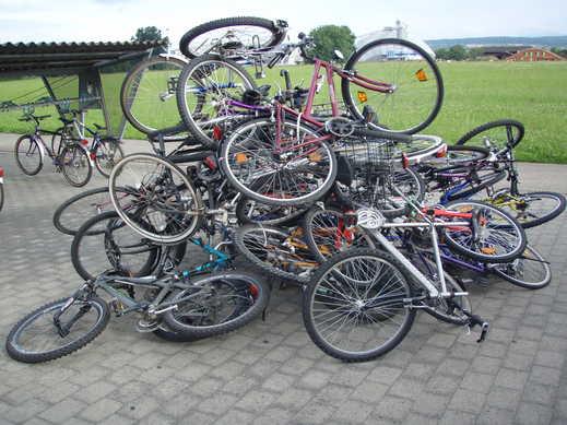 entsorgte Fahrräder