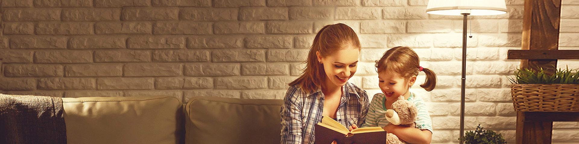Frau mit Kind Buch