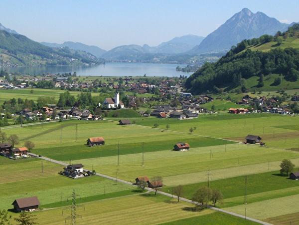 Foto Aaried mit Dorf Giswil